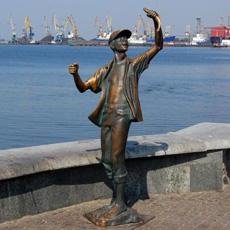 бердянск памятник мальчику рыбаку когда